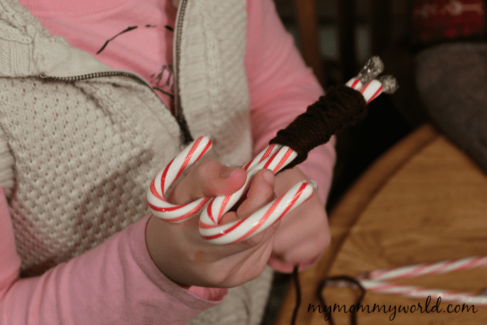 This fun Christmas craft is a perfect holiday activity to do with your kids. Give them as gifts to your family and friends, or use as stocking stuffers or tree ornaments.