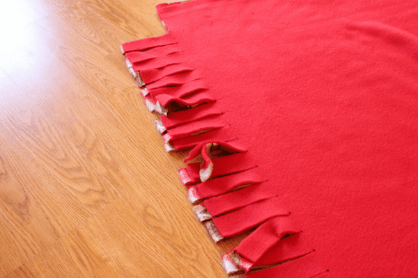 cutting ties for fleece blanket